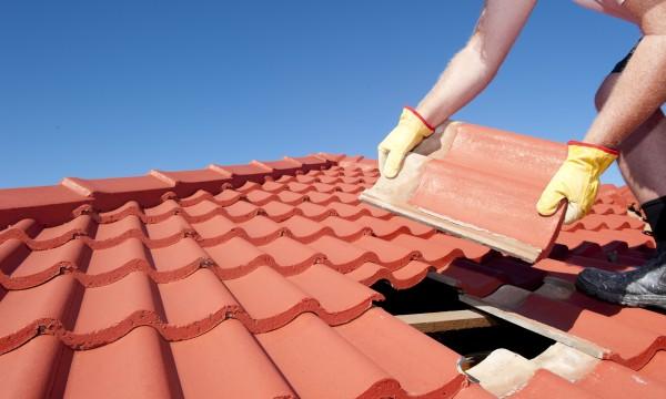 Réparer sa toiture en tuile soi-même